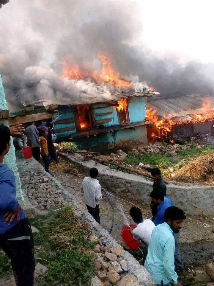 उत्तरकाशी : गांव में लगी आग, 3 मकान जलकर खाक, प्रशासन मौके के लिये रवाना