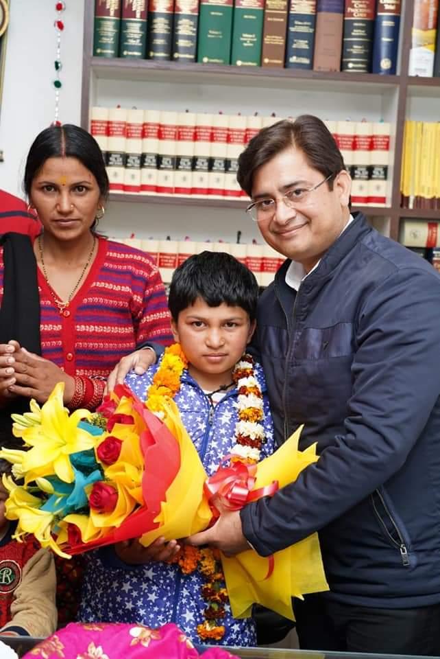 उत्तराखंड की बहादुर बेटी राखी रावत को नई पहल नई सोच संस्था ने किया सम्मानित